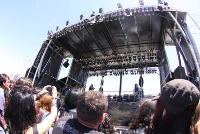 Twinstage, escenario autoportante de alquiler. Aracarpas, aragonesa de carpas. Carpa concierto.
