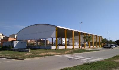 Cerramiento fijo de pistas deportivas | Empresa de cerramientos y carpas ARACARPAS